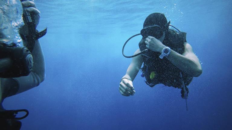Submarinismo, barba y vaselina